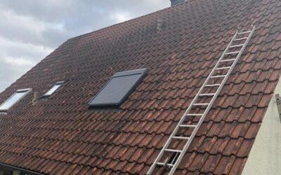 Auch dieses Dach bekommen wir wieder sauber   Bei Interesse …