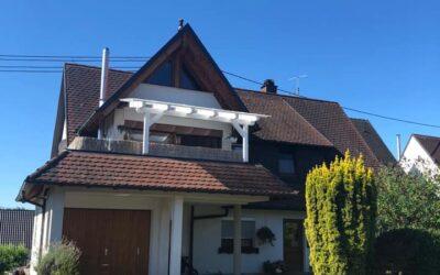 Auch dieses Einfamilienhaus mit einem Ton-Schindeldach in Fr…